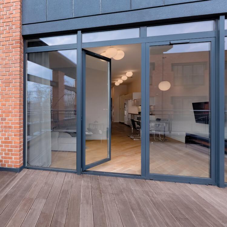 Balkontür mit Fenster mit Festverglasung