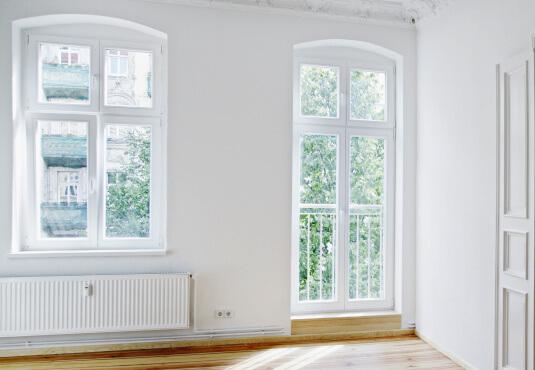 Französischer Balkon mit Balkontür mit Sprossen