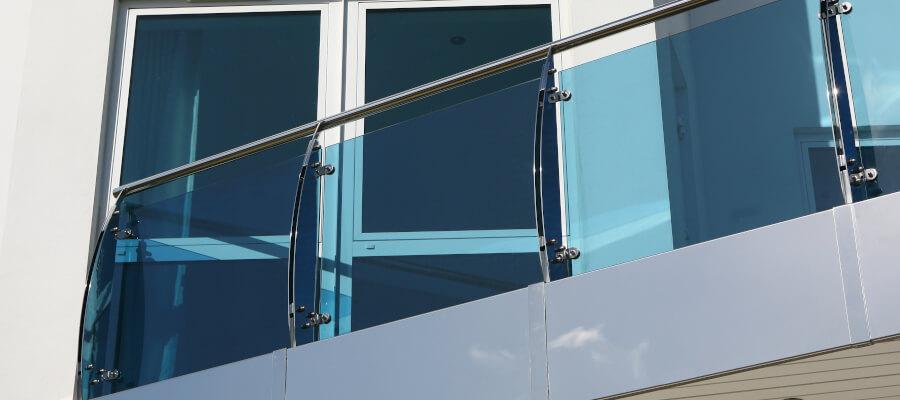 Absturzsicherende Verglasung am Balkon