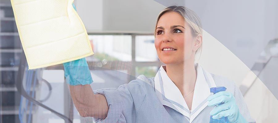 Fenster streifenfrei putzen mit dem richtigen material - Am besten fenster putzen ...