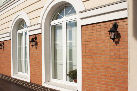 Doppelflüge-Fenster mit Mittelsteg und Rudbogen