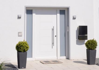 Moderne Haustüren mit Seitenteil