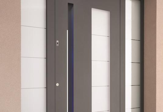 Moderner Sichtschutz durch Milchglas in der Haustür