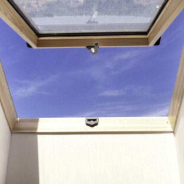 Klapp-Schwingfenster für das Dach