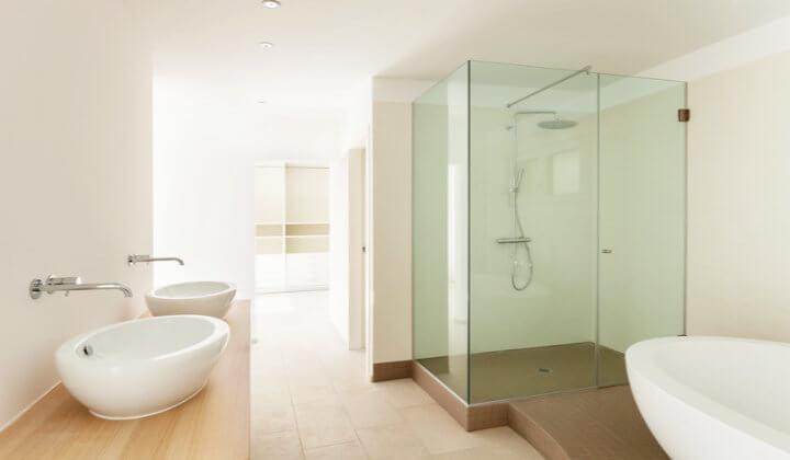 Weißglas im Bad