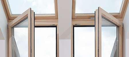 Flügelfenster aus Kunststoff geschlossen und offen