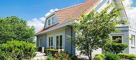 Haus im Grünen mit 2 Terrassenfenstern