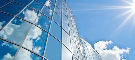Modernes Glas dient auch als Sonnenschutz