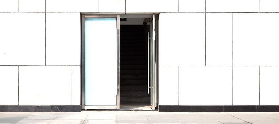 Nebeneingangstür Eingang