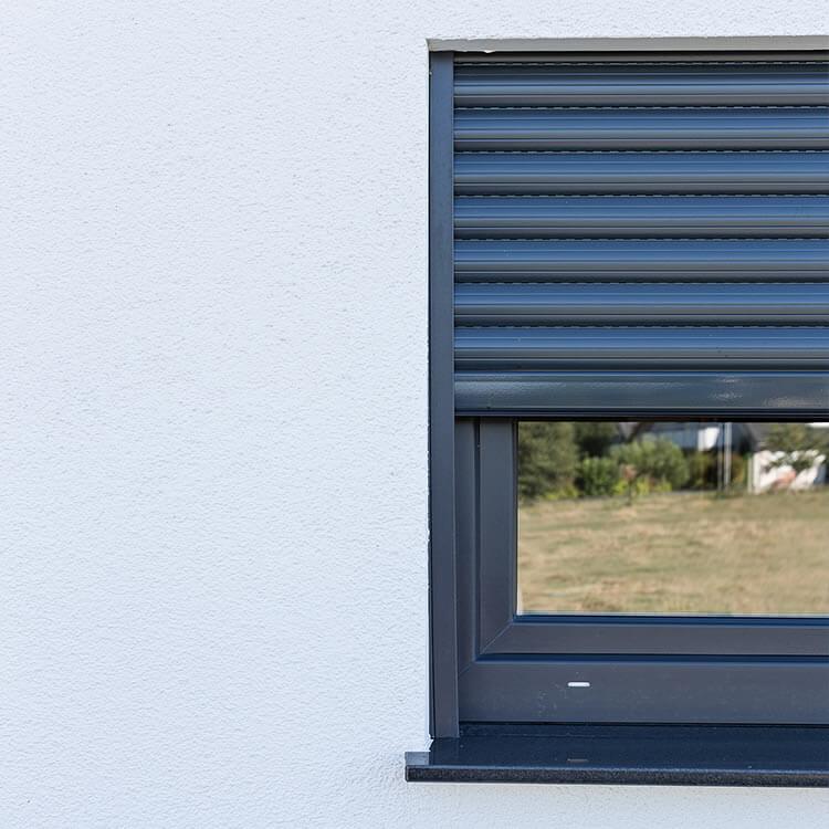 Aufsatzrolladen mit Fenster