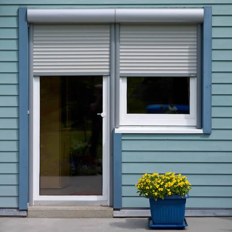Fenster-Tür-Kombination mit Vorbaurolladen nach Maß