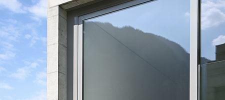 Stabiles Fenster mit Aluminiumrahmen