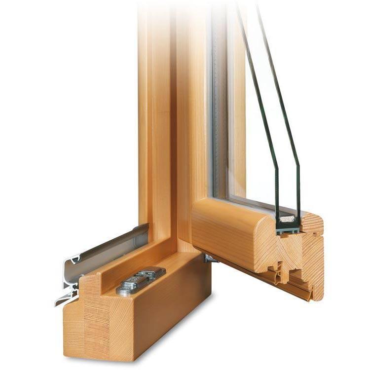 Holzfensterprofil geöffnet