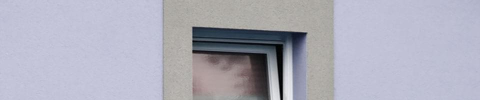 Gekipptes Kellerfenster
