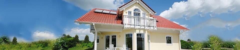 Haus mit unterschiedlichen Fenstermodellen
